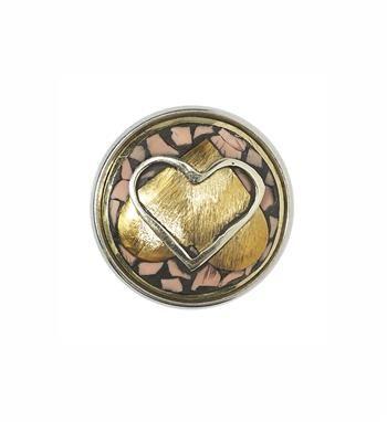 Noosa Amsterdam Limited Valentijnschunk Celtic Hearts in een giftbox. De harten op deze chunk zijn geïnspireerd op Keltische knopen en staan voor eeuwigheid en oneindigheid. Dit kan in de liefde zijn, in het geloof, in loyaliteit of in vriendschap. Verras je valentijn met dit mooie cadeau! Deze valentine chunk en het doosje zijn gemaakt in Nepal - NummerZestien.eu