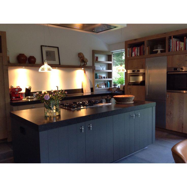 Keuken Met Betonblad : Houten keuken met betonblad.