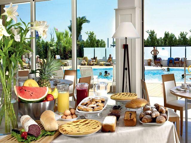 Traveliada.pl - wakacje w hotelu Ambasciatori - Włochy, Riwiera Adriatycka