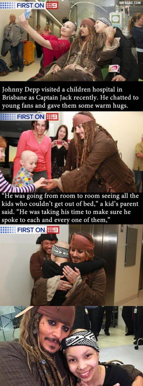 Johnny Depp visits kids in hospital as Captain Jack. Good guy Captain Jack Sparrow.