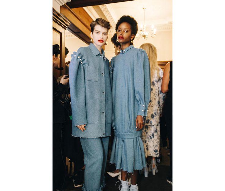 Le jury du British Fashion Council (BFC) remettait mardi 4 avril le prix du Vogue Designer Fashion 2017 à Amy Powney et Maia Norman, les créatrices de Mother of Pearl et au duo Matthew Palmer et Levi Harding , à la tête de palmer//harding. Les designers remportent la somme de 200 000 livres et bénéficieront d'un encadrement sur-mesure pendant un an.