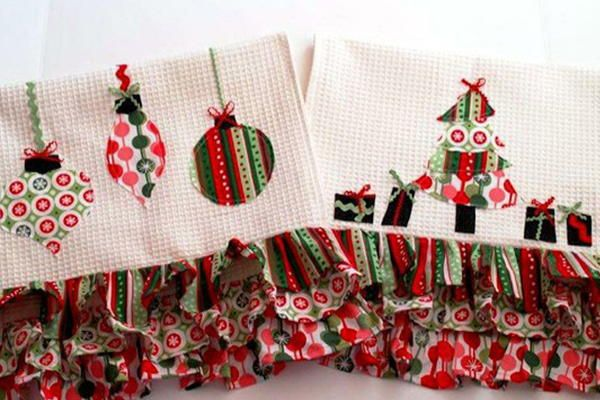 Brighten up your home decor with these Colorful Retro Christmas Dishtowels.  This Christmas craft ideas makes a great hostess gift and is incredibly festive.