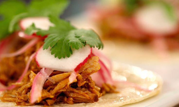 Tacos de cerdo desmechado
