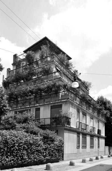 Complesso residenziale, 1961-1968 (via Cavalieri del Santo Sepolcro 10-12, via dei Chiostri 1, via Pontaccio 8-10, via Solferino 7, Milano)