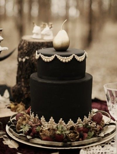 Halloween is seen as a spooky time of year with an abundance of pumpkins, ghouls, and skeletons. It may not be the first wedding theme you think of for your big day. But today we're talking about Halloween wedding ideas with a romantic twist! So grab a cup of tea and relax, as you're about to be inspired…