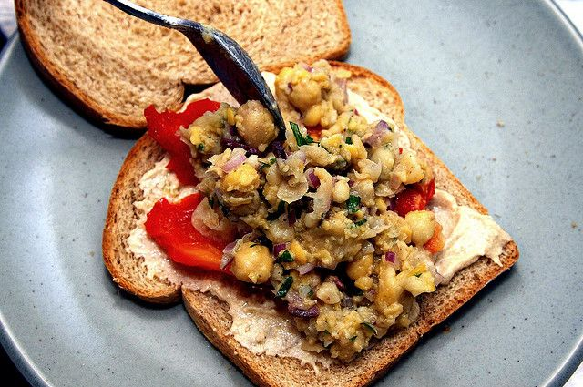 smashed chickpea salad -- sooo easy! perfect for lunch!