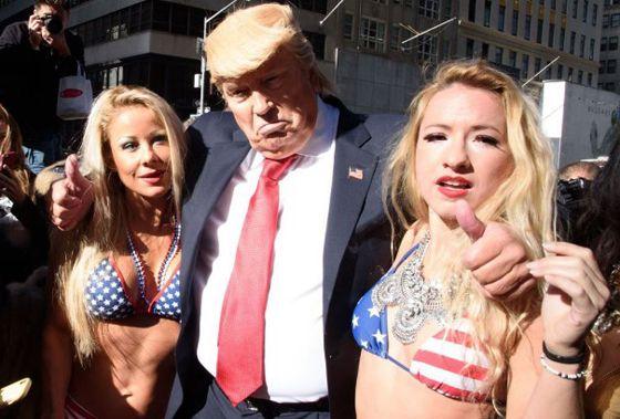 Video Hot Mirip Donald Trump Dengan Model Bikini Seksi Yang Hebohkan Netizen