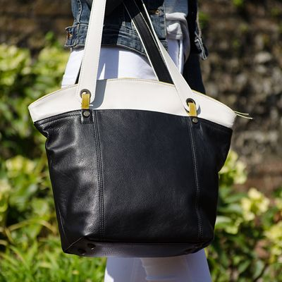 http://www.janehopkinsonbags.co.uk/totes/kimberley-leather-tote-bag/258-black