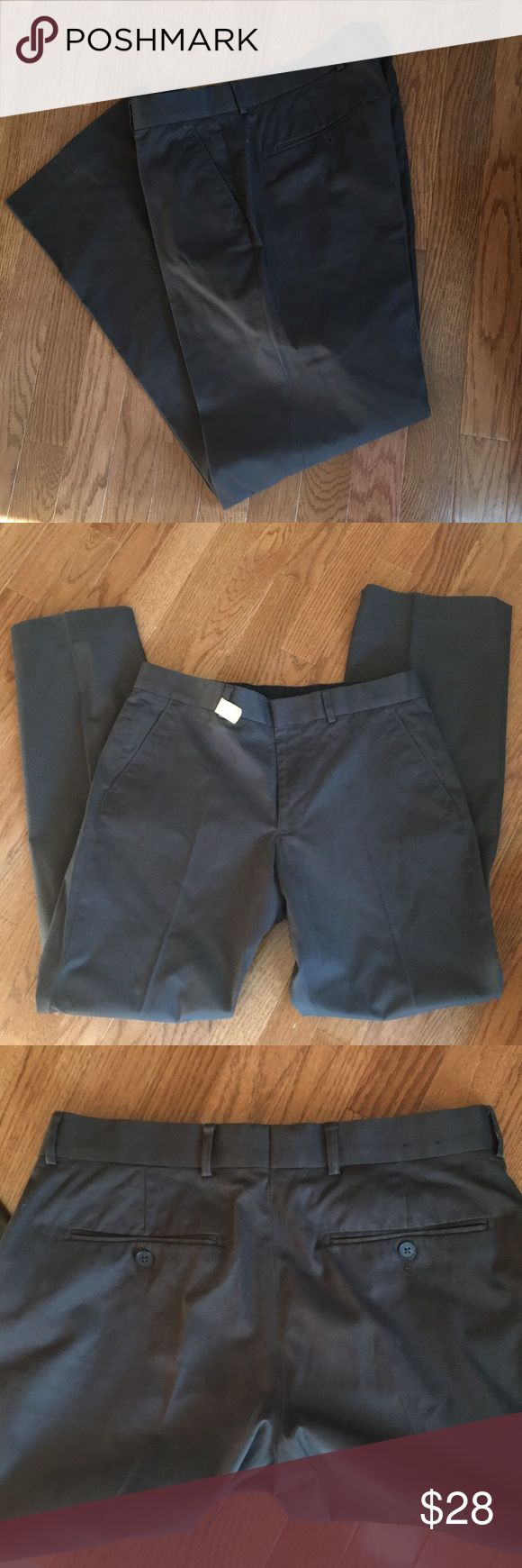 Men's Express Producer pants Charcoal Grey Sz30/32 Fresh from the dry cleaner!  Worn twice.  Excellent condition. Express Producer pants in Charcoal Grey. Size 30/32. Looks great with nearly every color!!  Great deal. BUNDLE for discount 👍🏼 Express Pants Dress