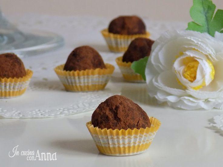 Oggi vi presento dei dolcini deliziosi,le palline alla nutella e cocco,delle praline molto semplici e veloci perfette come dessert,da offrire agli ospiti e per tutte le vostre feste e buffet..
