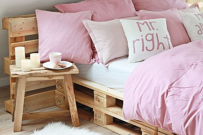 17 best ideas about palettenbett selber bauen on pinterest selbstgebautes bett bett aus. Black Bedroom Furniture Sets. Home Design Ideas