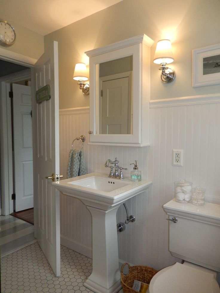 Beach Cottage Bathroom Wainscoting Pedestal Sink Wall