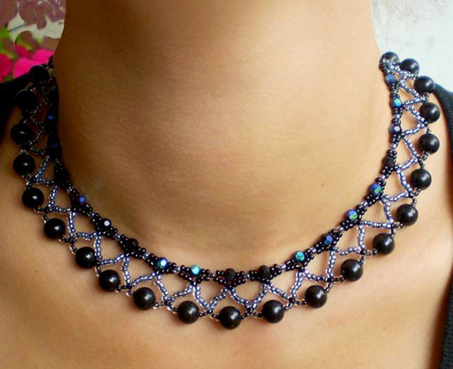 Free pattern for beaded necklace Nicole U need: seed beads 11/0 faceted round beads 4 mm round beads 8 mm