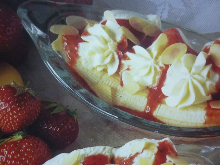 #Banana Split #vanilla and #strawberry #dessert fast and very very good !!!
