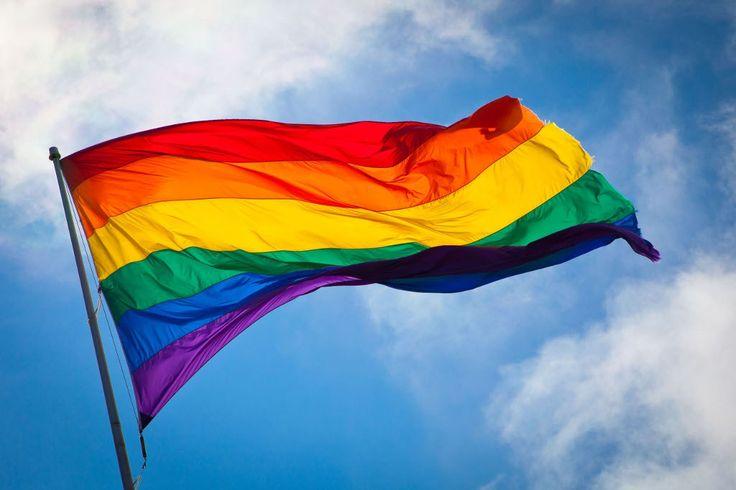 DECÁLOGO PARA SER ORGULLOSAMENTE GAY