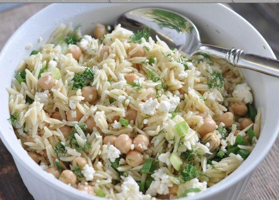 Koude pastasalade met zalm is een echte aanrader, vooral bij wat warmer weer. Dit recept is voor 4 personen - bereidingstijd 30-60 minuten. 4,1 van 5 sterren.