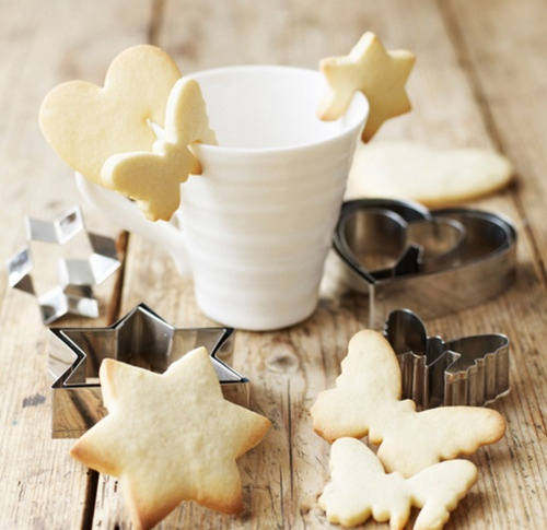 You can make these with ordinary cookie cutters too, by cutting a little slice off the cookie before baking: