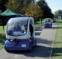 En ce début de 21e siècle, la pollution et l'encombrement des routes sont les fléaux des grandes villes. Pour y remédier, les laboratoires de l'INRIA ont développé le CyCab, une petite voiture autonome qui embarque à son bord les toutes dernières innovations technologiques. Parmi ses nombreux talents, le CyCab est notamment capable d'éviter les obstacles placés sur sa route.