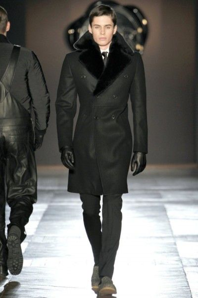The House of Shape-Heading into the fall/winter 2012 season, Viktor & Rolf channel the Eastern Bloc for a serious collection with its share of the design duo's acclaimed quirk. Serving a buffet of leather offerings, from trousers to overalls, it is the outerwear that steals the show in a season, strong on shape. Constructed and …