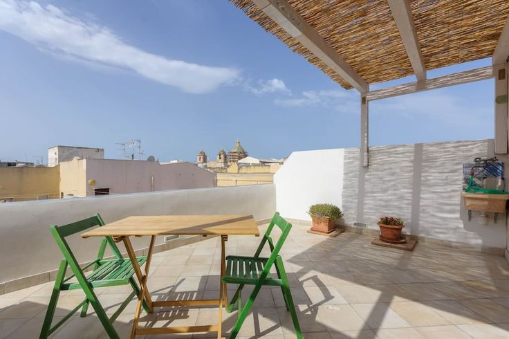 Apartment in Trapani, Italy. The Holiday Casuzze is located in the heart of the historic city center where you can access the most important monuments and shops to do their shopping.     On the fourth floor of the main course of the city, Corso Vittorio Emanuele, you will fin...