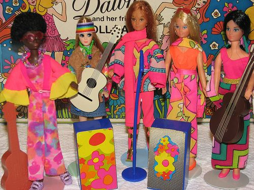 Dawn Friends: Rock Flower Dolls, 1970.  Rosemary, Lilac, Heather, & Iris. They are joined by a custom Dawn Doll. Groovy Girls :)