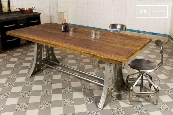 Heb je een industrieel interieur en komen er vaak vrienden of familieleden over de vloer? Kies dan voor een robuuste eettafel van hout en metaal. Combineer deze tafel bijvoorbeeld met metalen stoelen.