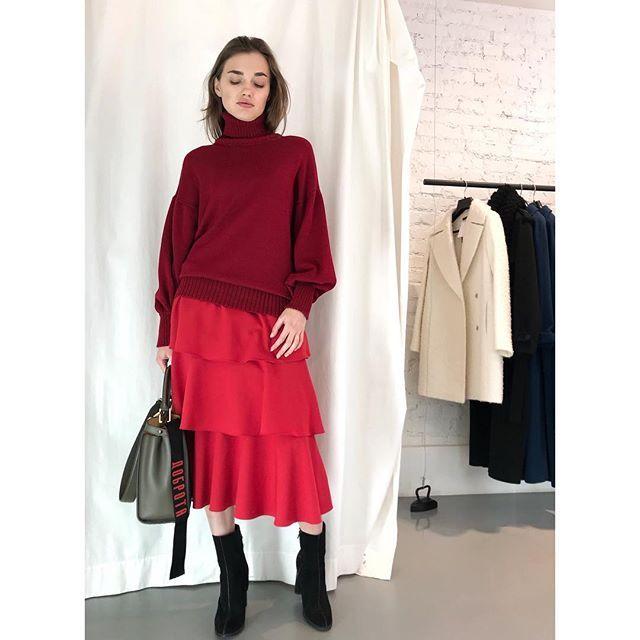 Образ в красных оттенках от российского дизайнера женской одежды Jana Segetti #fashion #style #shopping