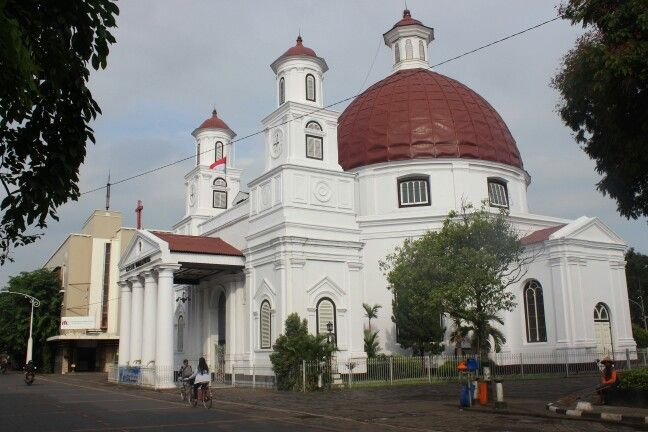 Blenduk Church in Kota Lama, Semarang. This church was built in 1753. This is one of many places that you have to visit if you come to Semarang.
