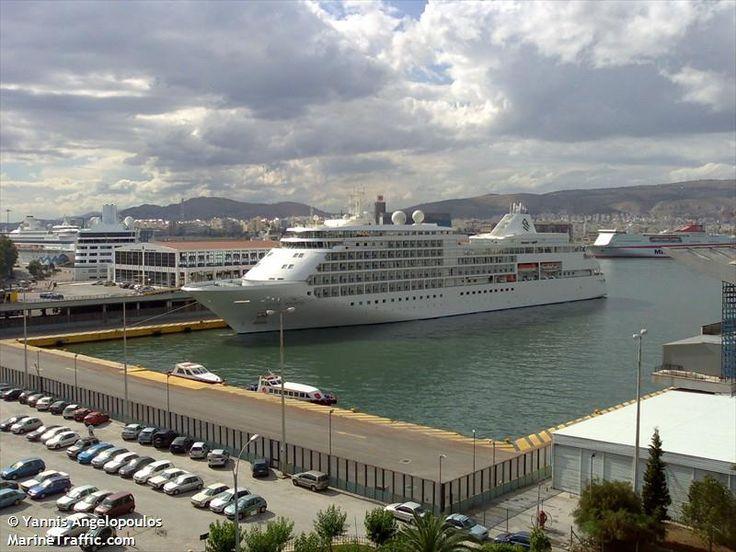 Το Silver Whisper πλευρισμένο στον Πειραιά. 06/06/2007.