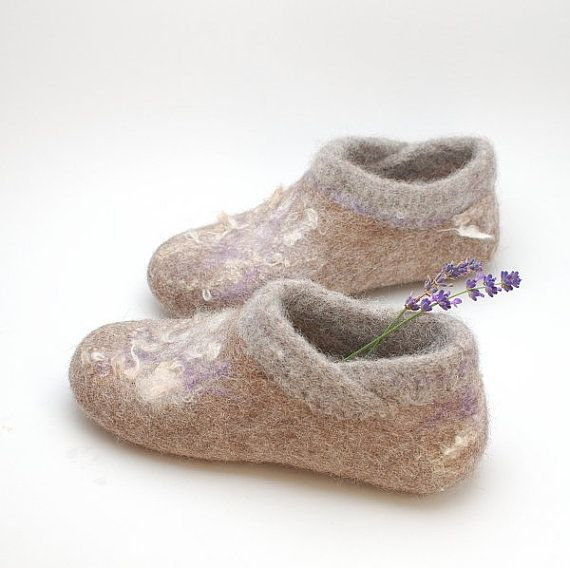 Felt wool slipper booties with knitted top and hint ♡ by WoolenClogs