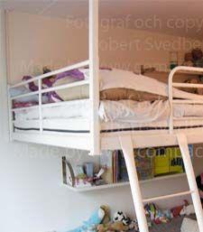 Med våra takstag kan du hänga din IKEA säng i taket.
