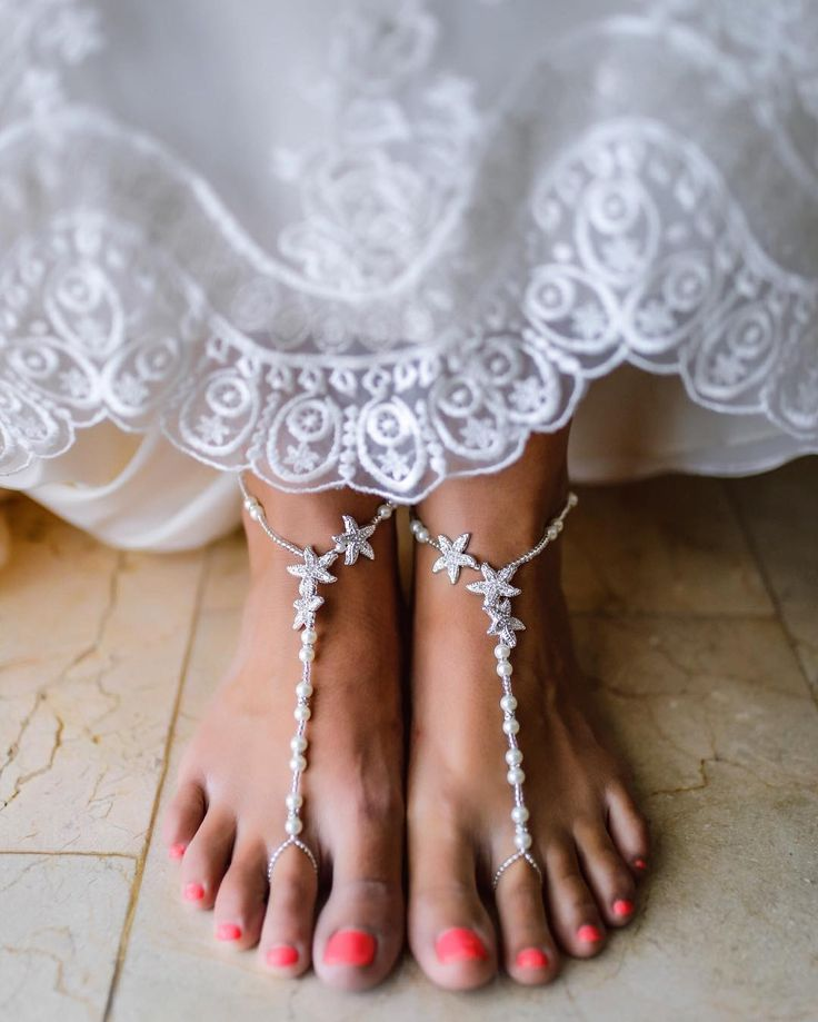 No shoes? No problem! If you're tying the knot in the sand show off a pretty pedicure with footless sandals! #ShoesdayTuesday ��: @bridalpuntacana  #WeddingVacations #DestinationWedding #HitchedonHoliday #BridalStyle #WeddingDress . . . . . . . . . . . . . #WeddingGown #Bridal #Wedding #Love #WeddingPlanning #BridestoBe #BridalGown #WeddingGown #WeddingInspiration #WeddingInspo #Bride #BeachWedding #Barefoot http://gelinshop.com/ipost/1521489386579266374/?code=BUdaokwlYtG