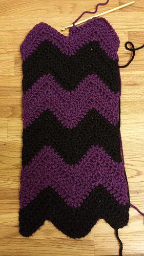 Chevron Infinity Scarf (easy) - free crochet pattern by Emily Roman