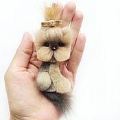 Купить или заказать Норковая брошь Мишка в интернет-магазине на Ярмарке Мастеров. Ищет свою любящую хозяйку брошь Мишка нежного молочного цвета ! :) Брошка сделана из натурального меха норки, нежного молочного цвета, обратная сторона замша . Брошь легкая. Нежный милый, приятный на ощупь, малыш станет прекрасным подарком для любительницы необычных вещиц ;) Размер 8…