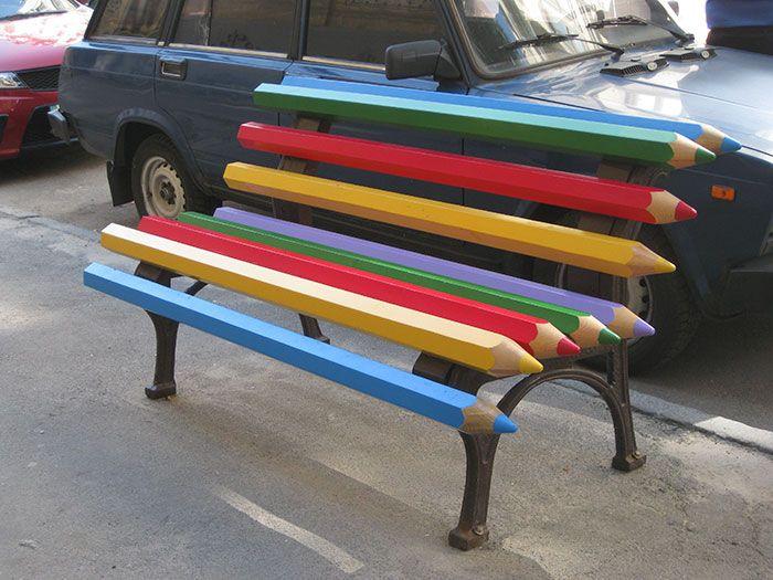 La créativité est partout ! Le moindre mobilier urbain, à l'image des bancs, peut se révéler être un moyen d'expression artistique. Nous vous présentons 30 bancs créatifs cachés aux quatre coins du globe. Vous allez voir, il y a de l'imagination dans l'air… Le banc immergé (Vöclabruck, Autriche) Le banc à bout de bras (Kiev,...