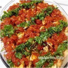 Yine kursta öğrendiğimiz değişik bir lezzet #fette Arap usulü bir salata biz tadına bayıldık FETTE 5 patlıcan 4 patates 2 su br haşlanmış nohut Sosu için: 3-4 yemek kş yoğurt 1-2 yemek kş mayonez 2 diş sarımsak Domates sosu için: 2-3 domates 2 yemek kş salça 1 diş sarımsak 1 çay kş tuz Üzeri için: 2 adet tırnak pide Maydanoz YAPILIŞI -Patlıcan ve patates küp küp doğranır ve kızartılır.Servis tabağına alınır. -Üzerine haşlanmış nohutlar yerleşti...