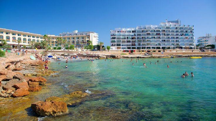 Caló des Moro, playa urbana desde la que disfrutar la puesta de sol. Perfecta para quienes no quieren desplazarse mucho y se alojan en Sant Antoni...