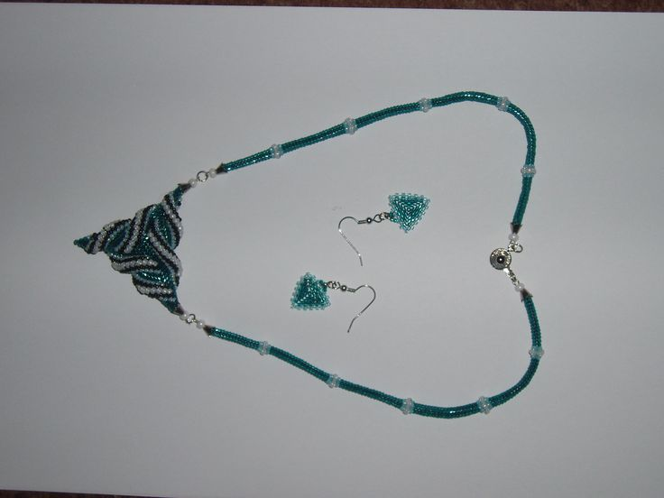 Ozdobný trojúhelník - peyot, hering šňůra