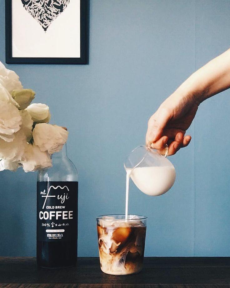 "Gefällt 336 Mal, 10 Kommentare - Swan Lee (@cafe709) auf Instagram: ""Morning coffee 아이스 카페라떼 한 잔!"""