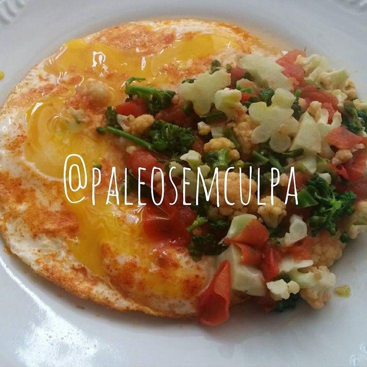 Vai um almoço tardio aí? Por aqui tivemos 3 ovos com páprica couve flor brócolis e tomate. nham nham nham  Tem dúvidas sobre a paleo? LINK NA BIO! #dieta #dietas #dietasempre #dietasemsofrer #dietapaleolitica #dietapaleo #paleo #paleofood #paleobrasil #paleolitica #paleolife #paleolifestyle #paleodiet #mydiet #eatclean #primal #primalfood #realfood #bixoeplanta #bichoeplanta #eatreal #fit #primalbrasil #fitfood #reeducacaoalimentar #saude #saudavel #vidasaudavel #comersaudavel…