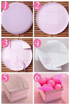 Cajita a partir de plato de cartón http://hazloespecial.es/idea-para-decorar-tu-mesa-de-cumple-recipientes-con-platos-de-carton/