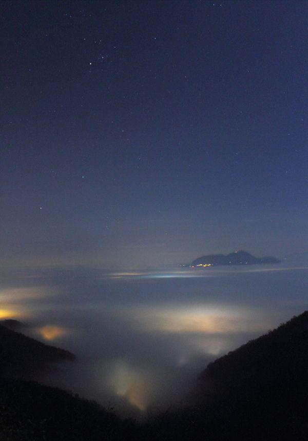 Veduta notturna con la nebbia dai Colli Berici
