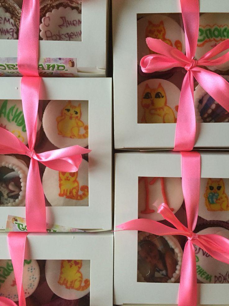 Подарков много не бывает На фото капкейки 35 грн/шт От 6 шт доставка бесплатная Www.tortland.kiev.ua #cupcake#kiev#капкейки#капкейк#киев#заказкапкейков#капкейккиев