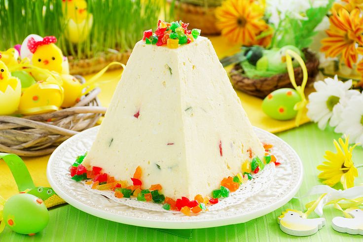 """Traditional Easter dessert made from cottage cheese and candied """"Easter"""" on the holiday table."""