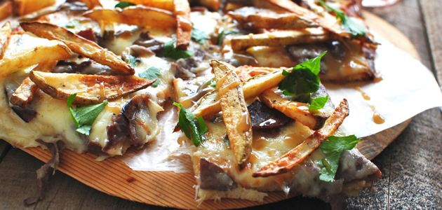 poutine Canadian pizza recipe + 7 Incredible Pizza Recipes That Will Make You Think Outside-of-the-Box 10 - https://www.facebook.com/diplyofficial