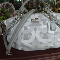 I love this! Coach Handbag, Cheap Coach Bags Outlet $36.99 #Cheap #Coach #Bags