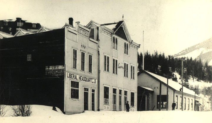 What else was the Langham building in Kaslo home to in its early years besides a bottling works and rooming house?