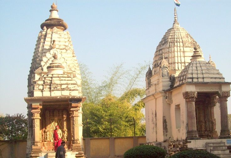 Small temples situated in Khajuraho. Every temple in Khajuraho is dedicated to some God of Hinduism or Jainism.
