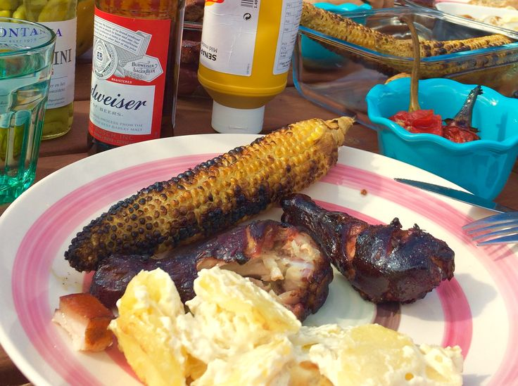 Copane pui ținute la marinat o noapte in: bere neagră, miere, fulgi chilli, sare, piper. Afumate pe grătar 2 ore 30 minute.