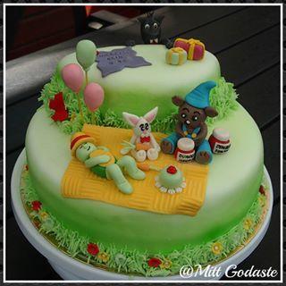Världens starkaste björn, Bamse och hans vänner till Elin som fyller 5 år. #grattis #bamse #lilleskutt #skalman #vargen #tårta #världensstarkastebjörn #barntårta #ballonger #ätbart #figurer #saga #fondant #cake #sugerpaste #toppers #mittgodaste #kalas #barnkalas #motala #edible #airbrush #dunderhonung #björn #kanin #sköldpadda #varg